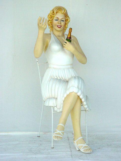 Statue Marilyn Sitting